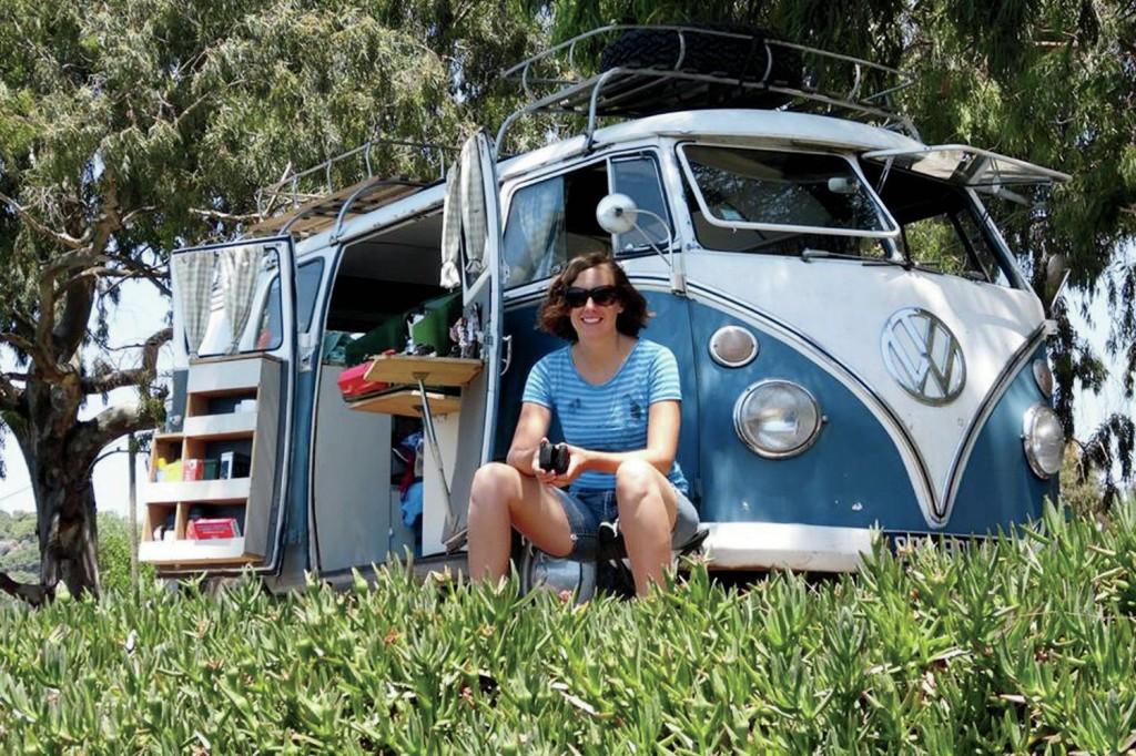 1966-Volkswagen-Microbus-front-view